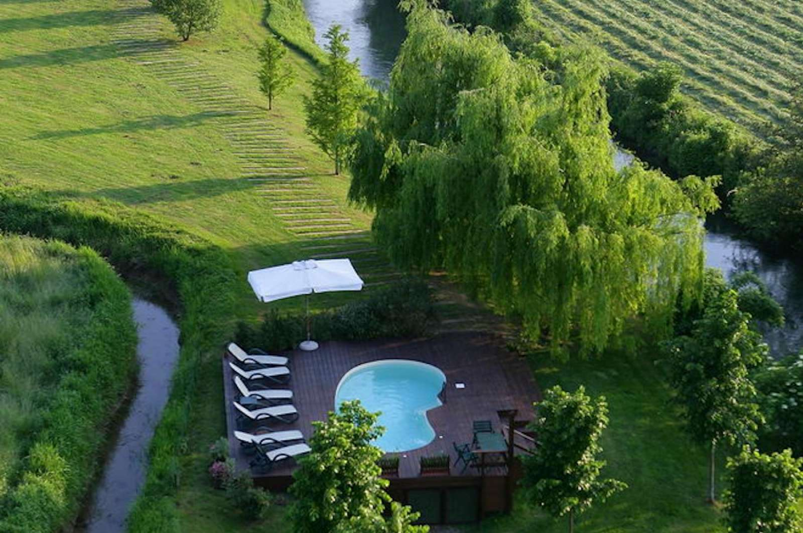 Opstammet pool i fredet landskab på Agriturismo Musella