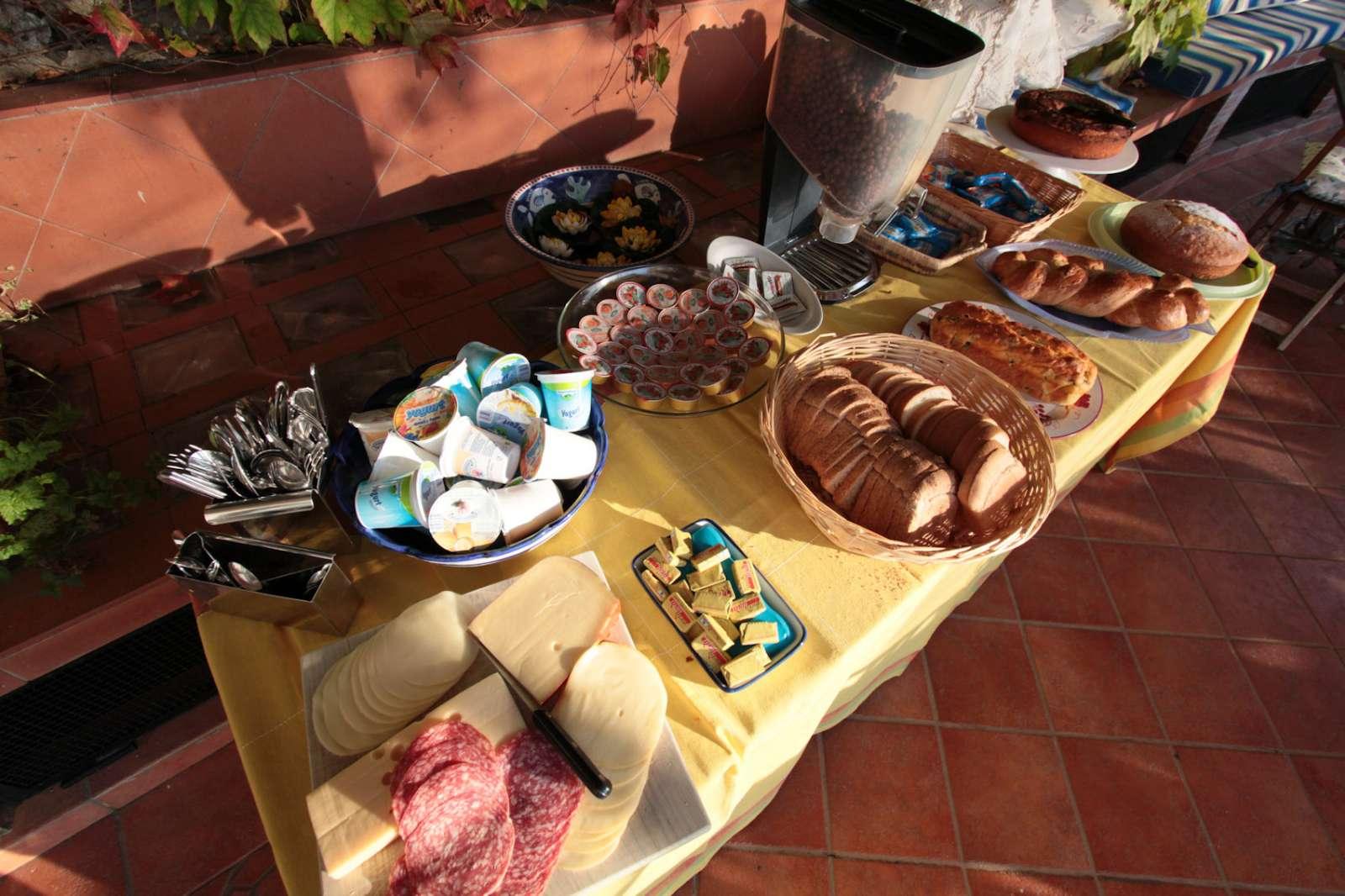 Frühstück auf der gemeinschaftlichen Terrasse