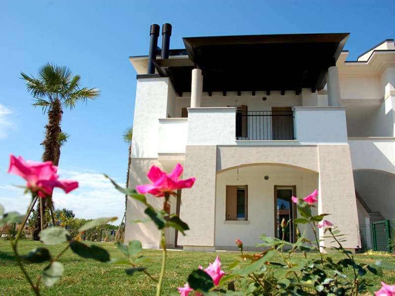 En av byggnaderna på Evanike i Bibione