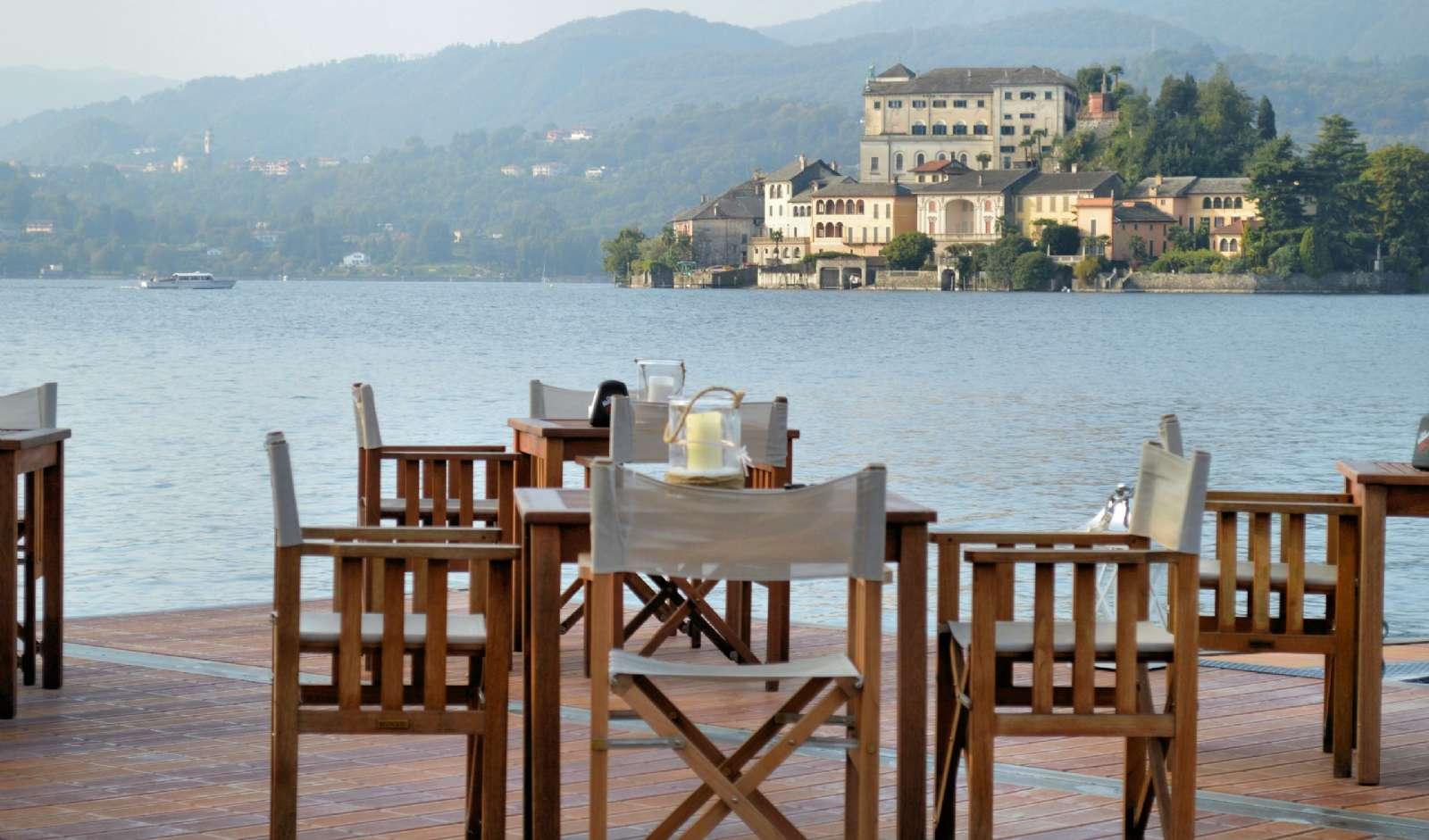 Terrassen och utsikten över Ortasjön i San Rocco