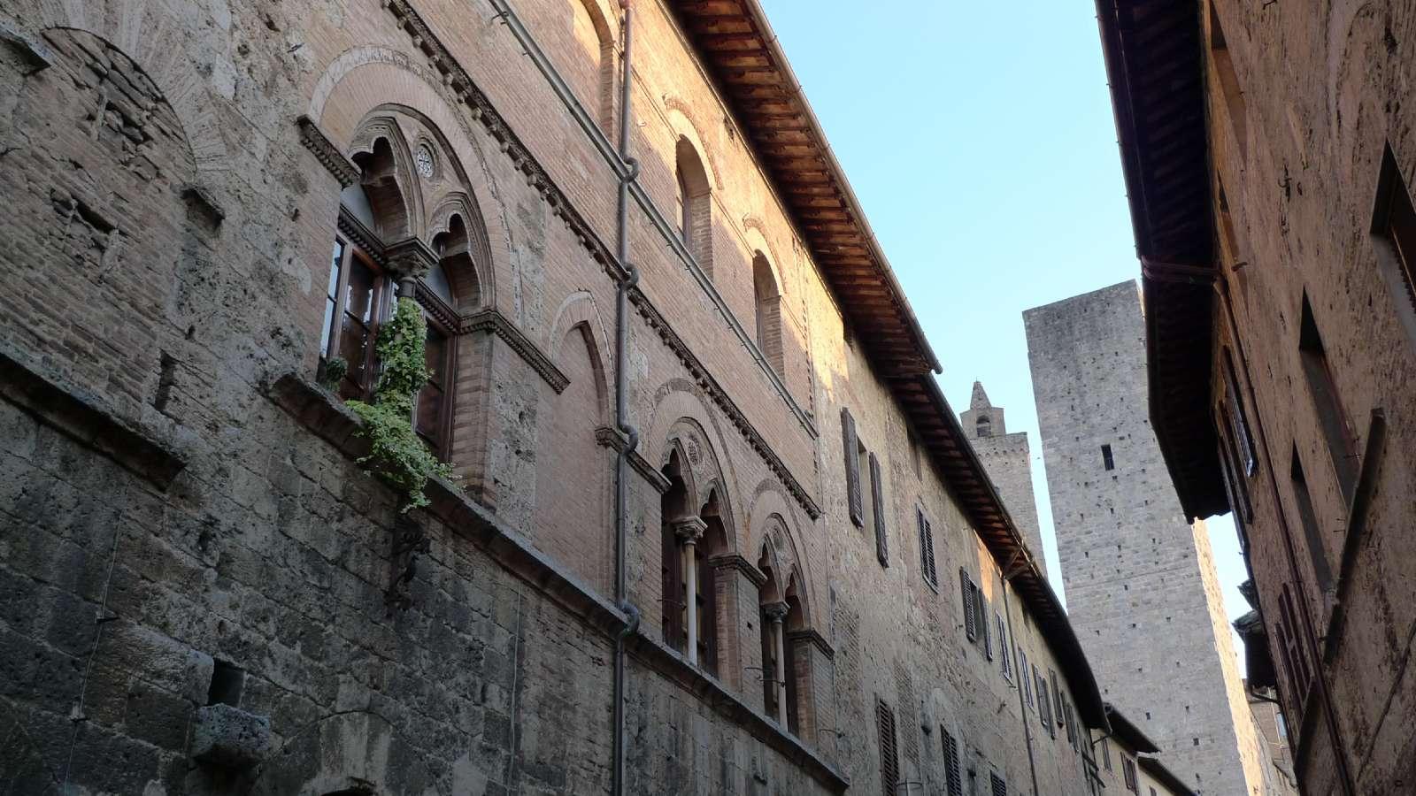 Medeltiden är presenterad överallt i San Gimignano