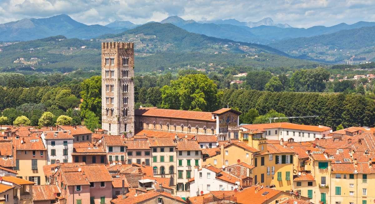 Lucca set lidt fra oven