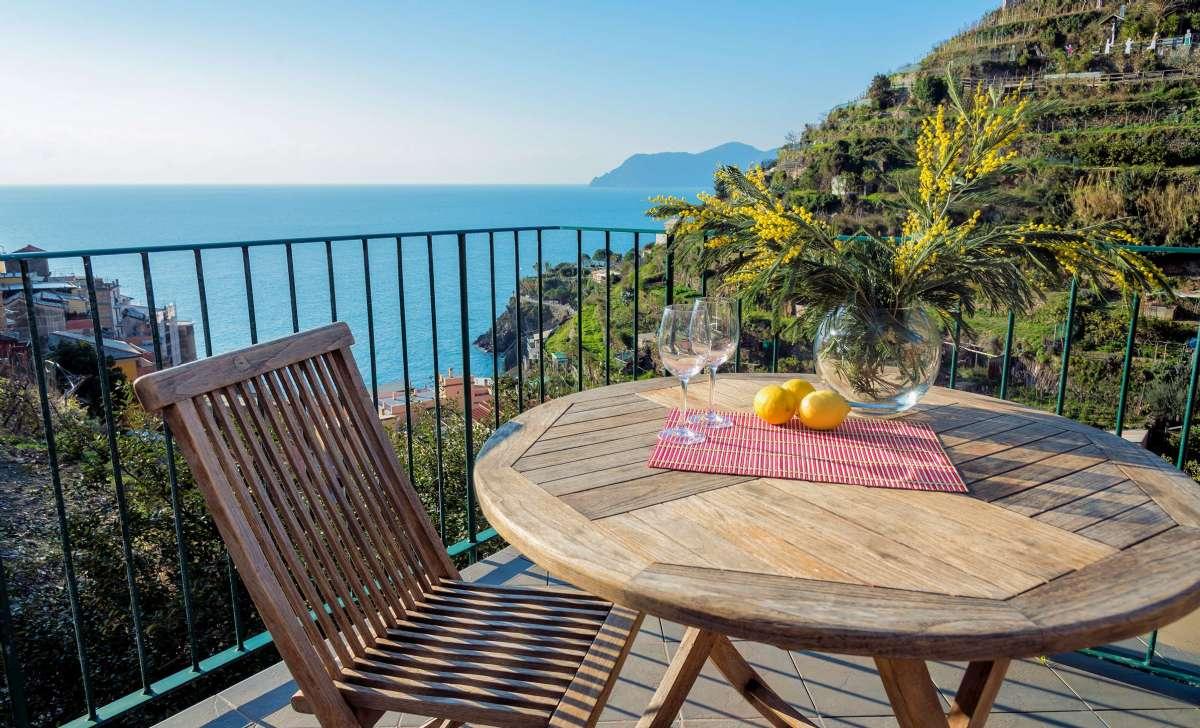 Terrasse avec vue mer dans les Cinque Terre
