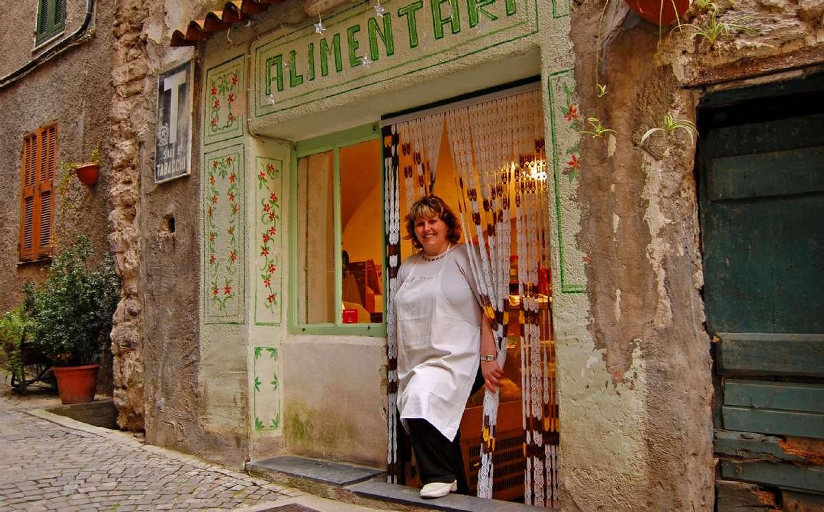 Købmand i landsbyen Rocchetta Nervina