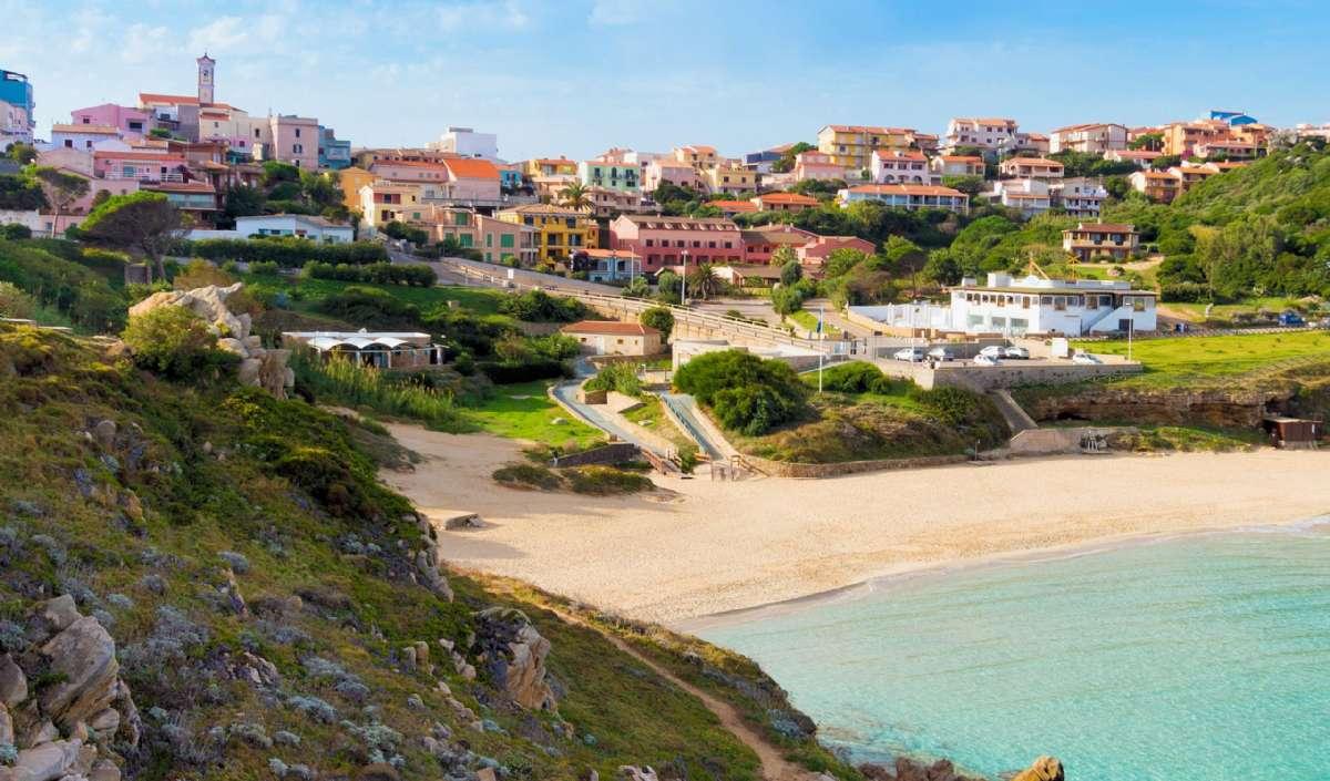 Nyd stranden under Santa Teresa di Gallura på Sardinien