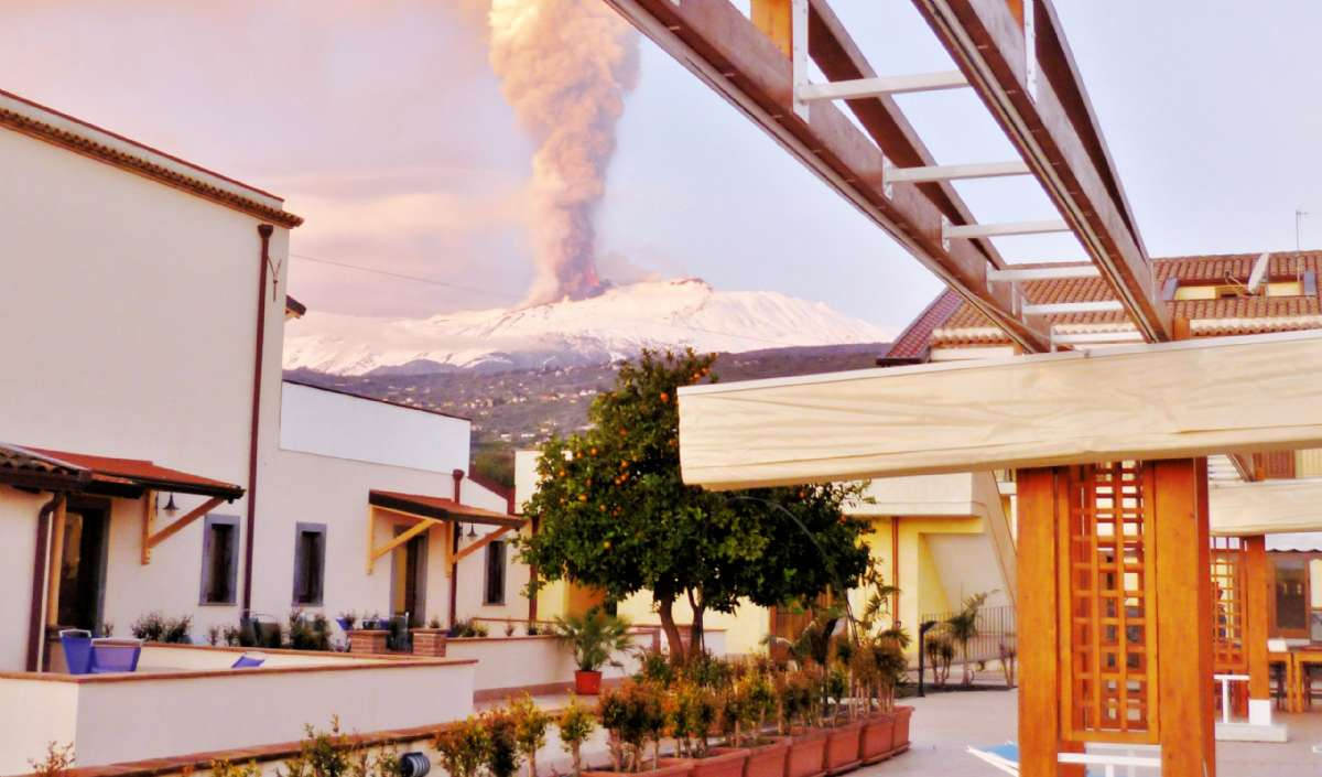 L'Etna en arrière-plan, derrière La Terra dei Sogni
