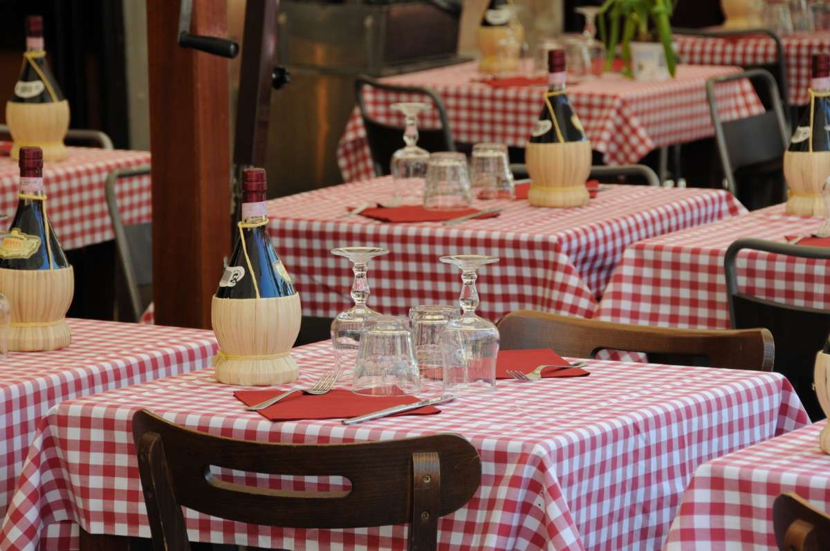Bordet er dækket i Rom.