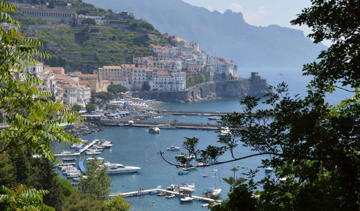 Utsikt över Amalfi från sluttningarna