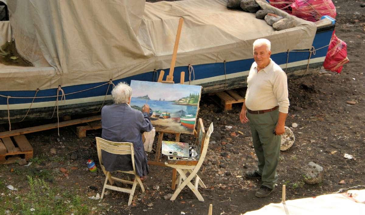 Malere på stranden på Sicilien