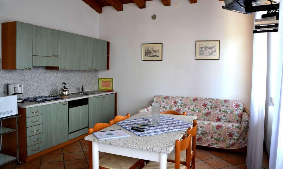 Toværelseslejlighed m/ terrasse
