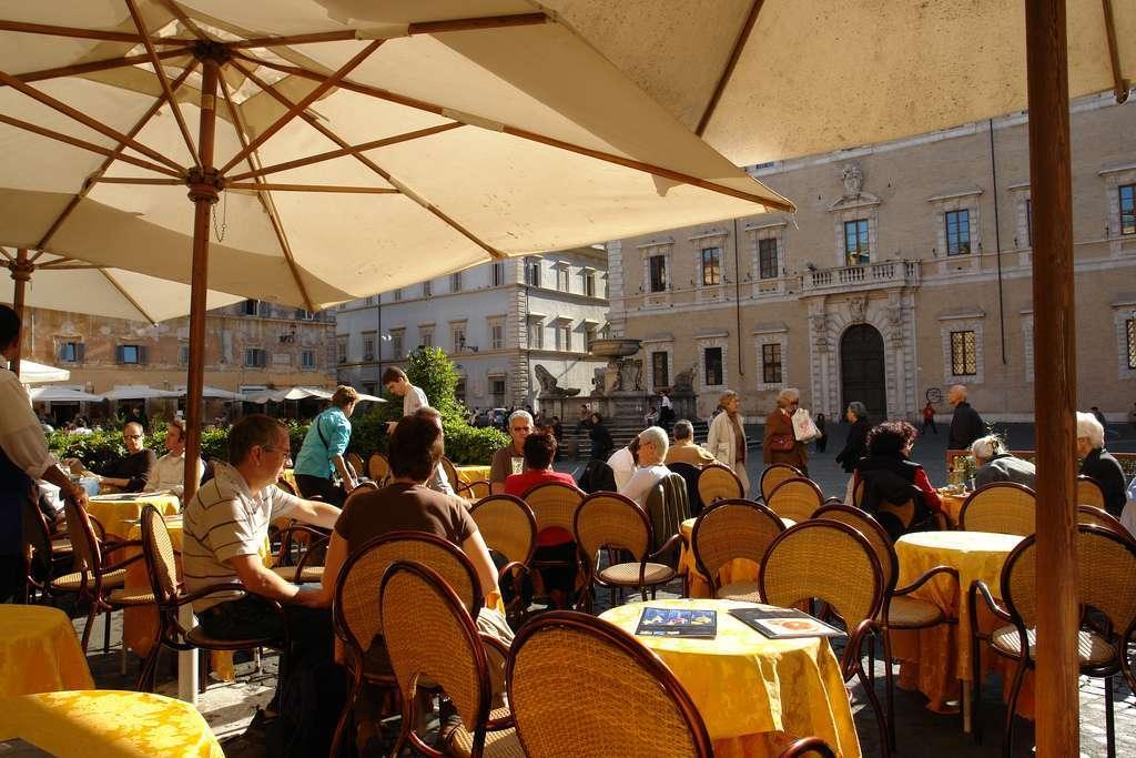 Besøg det folkelige Trastevere og nyd hvert øjeblik med både øjne, ører - og smagsløg.