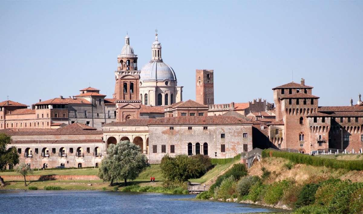 Den velholdte middelalderby Mantova