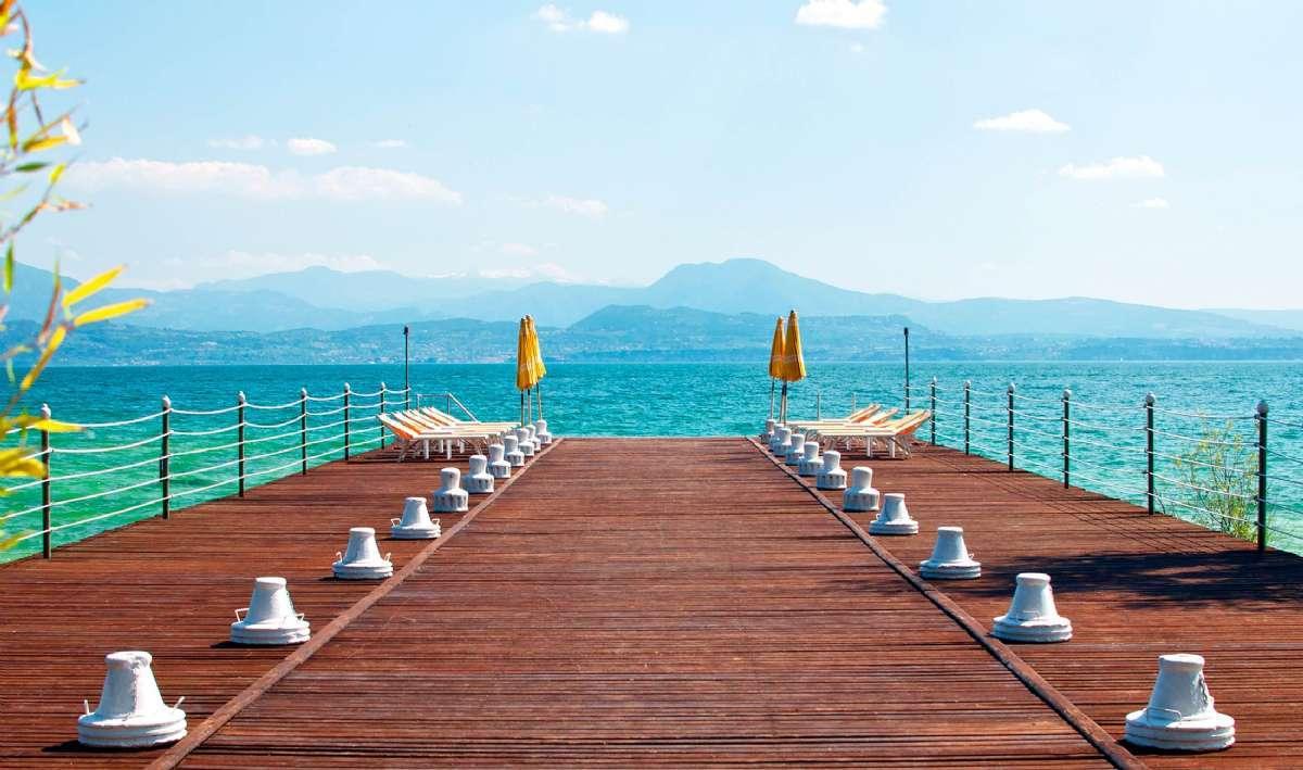 Les Lac du nord de l'Italie offrent de belles plages accueillantes
