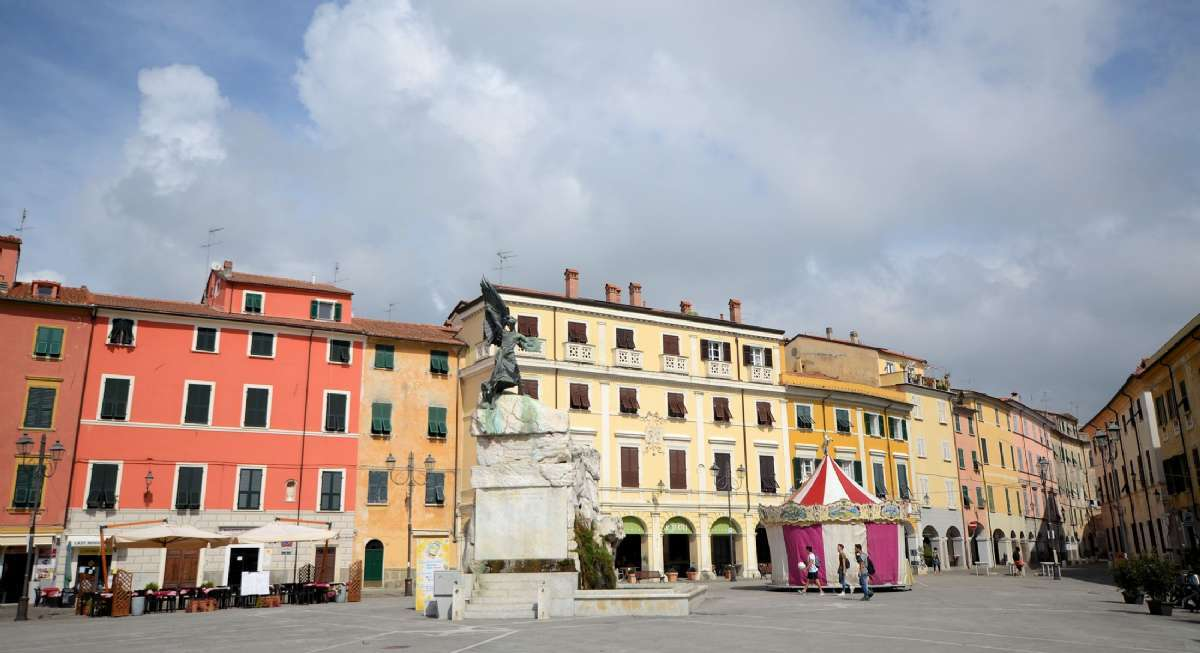 Die Piazza in Sarzana