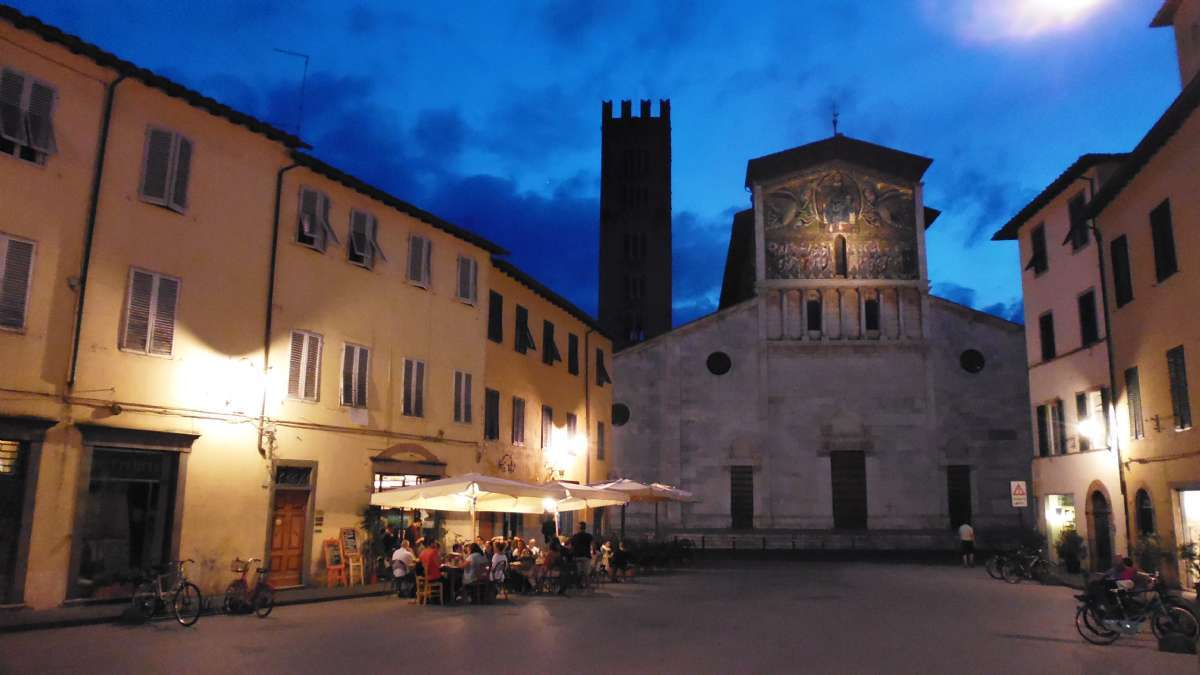 Nacht in Lucca