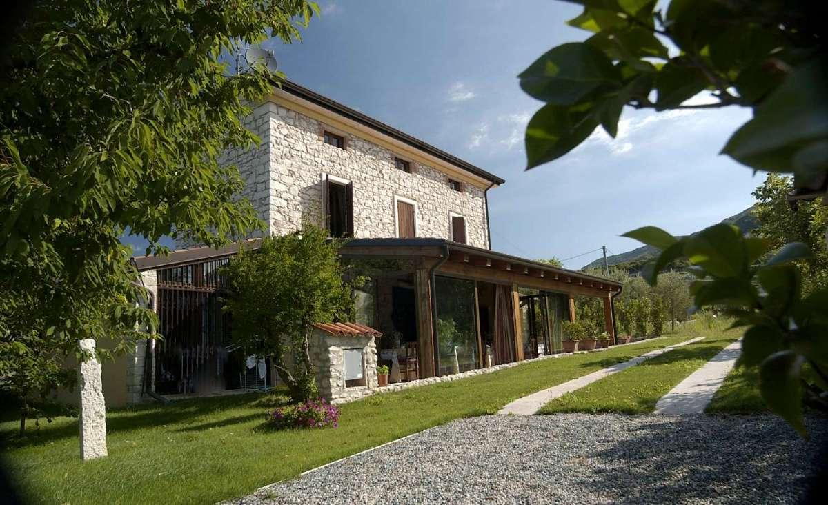 Lej en villa ved Gardasøen - her Villa Gesi Relais i Negrar.