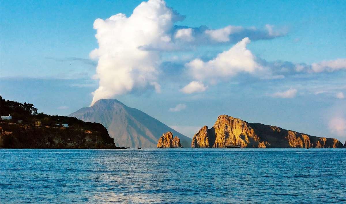 Utsikt till Stromboli, Europas mest aktiva vulkan