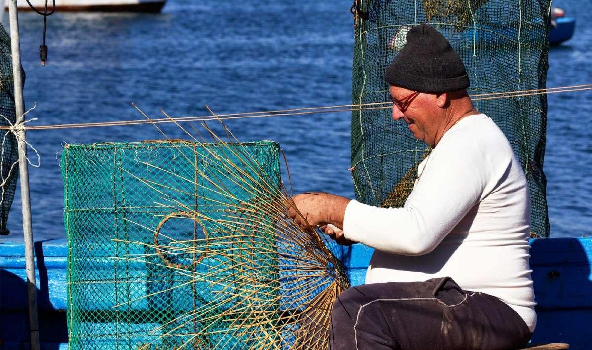 Här görs nätet klart till hummerfiske