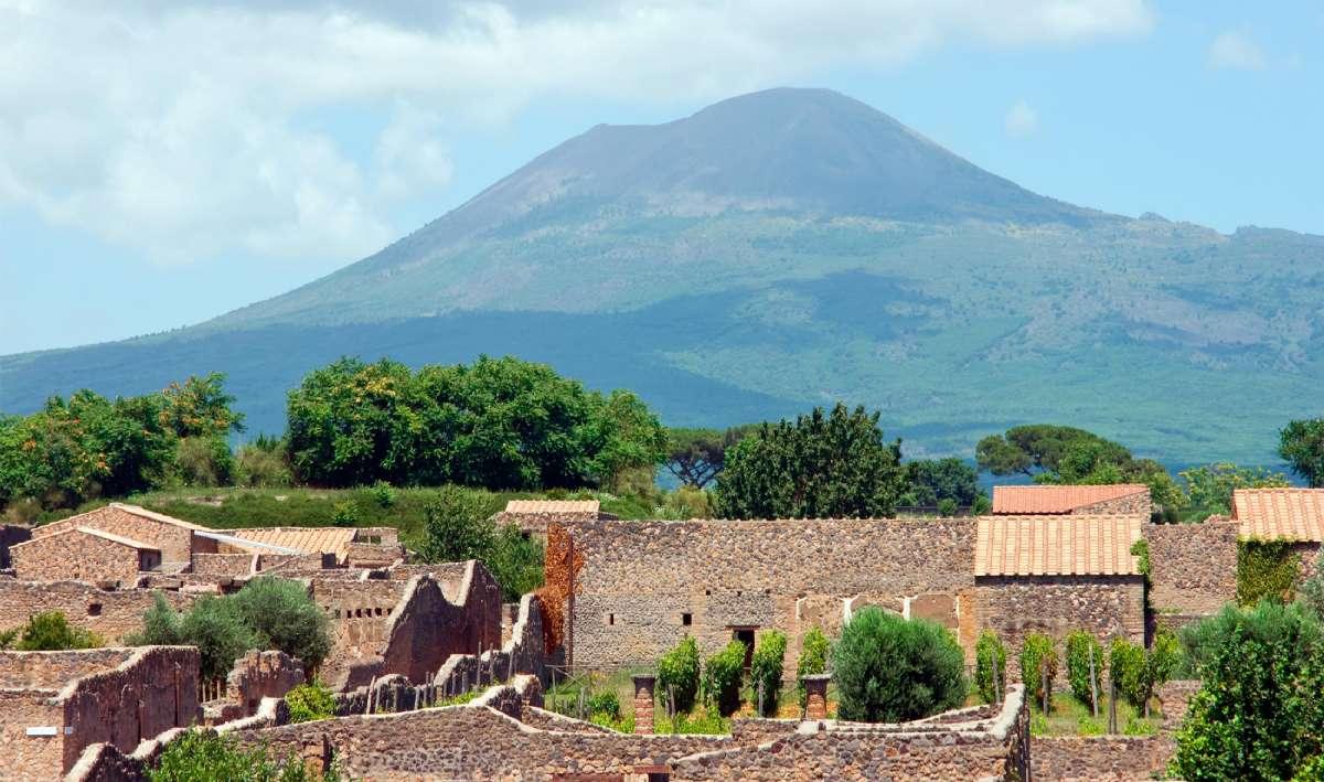 Pompeji med Vesuvius i bakgrunden