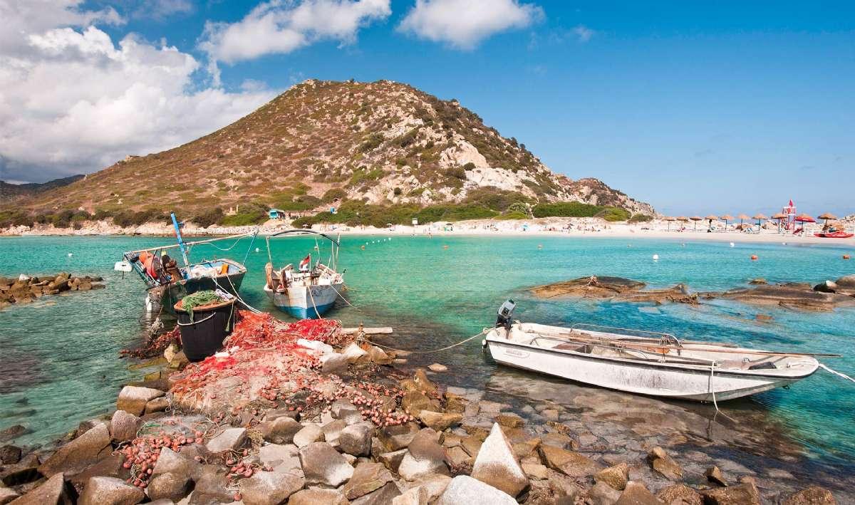 Traditionelle fiskerbåde ved Punta Molentis