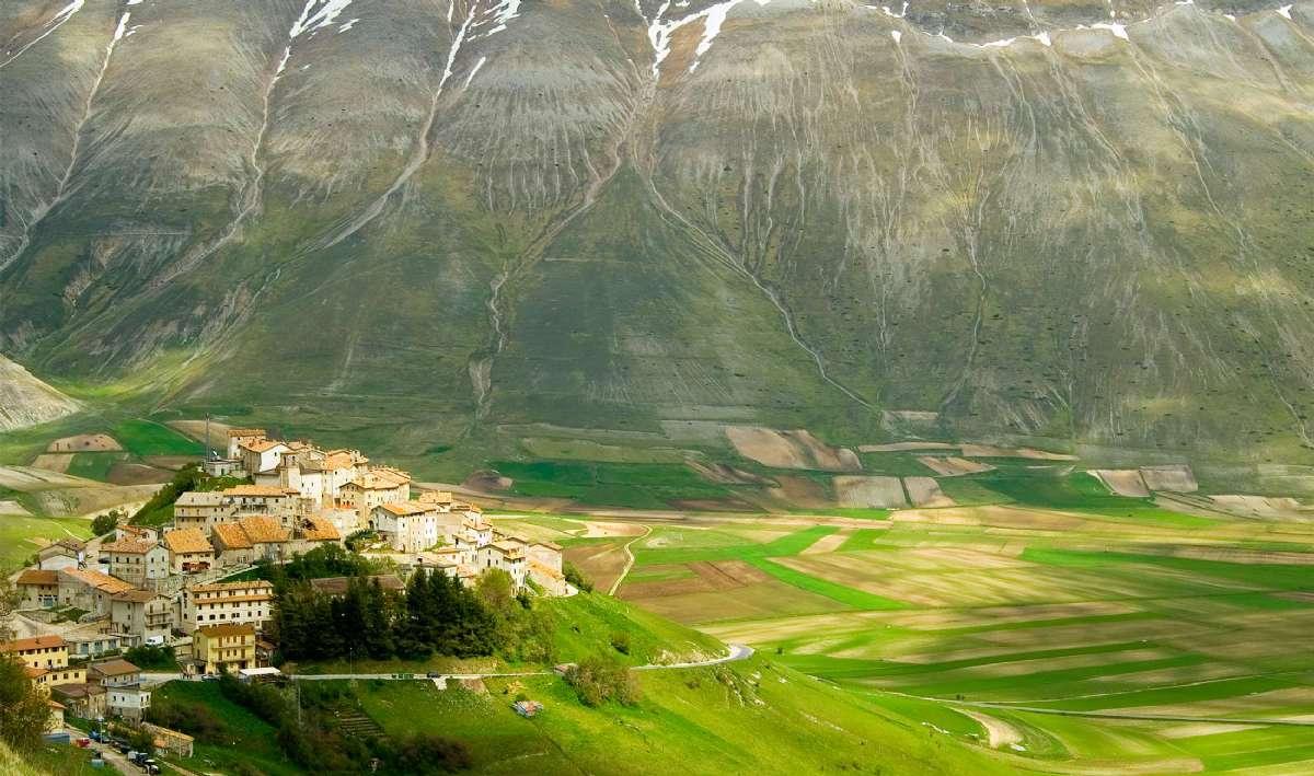 Sneglehusbyen Castelluccio ved Monti Sibillini