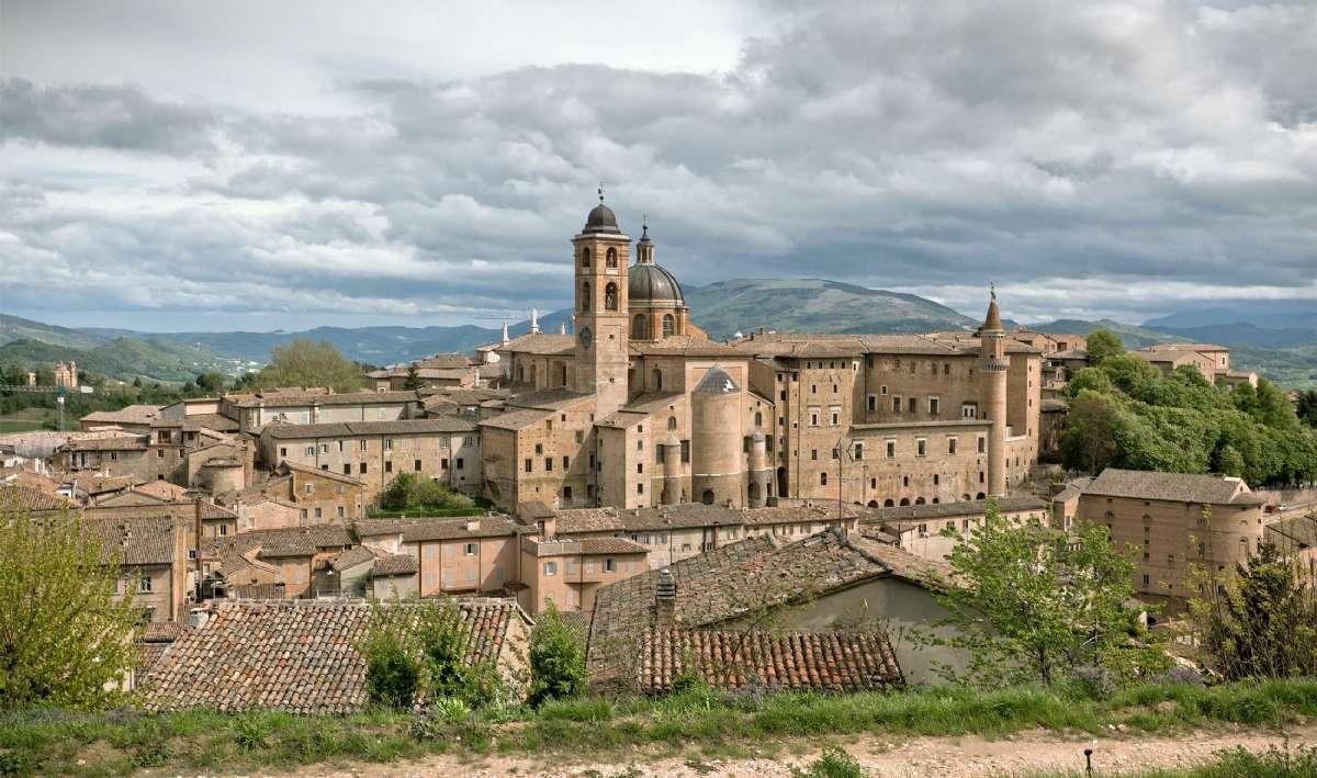 Dramatisk himmel over Urbino