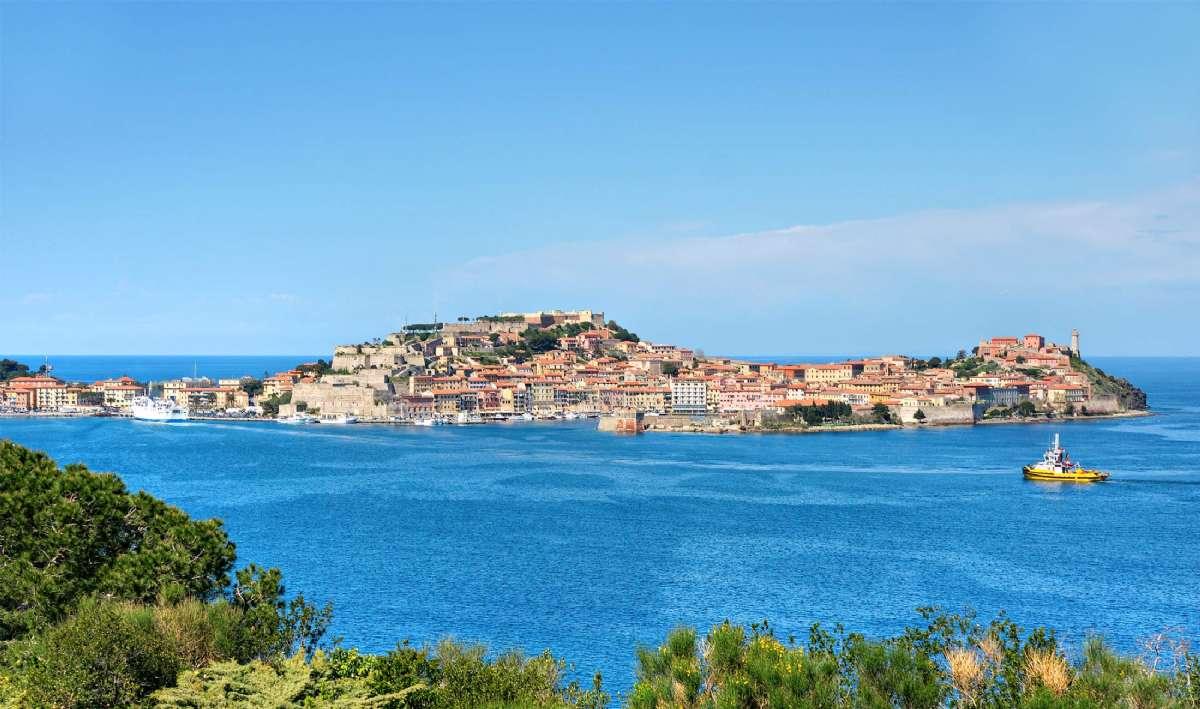 Portoferraio är den stad du seglar till på Elba