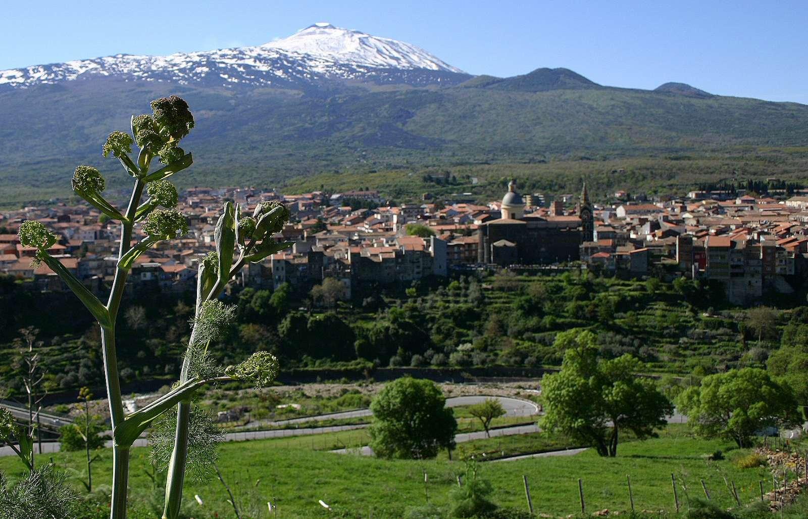 Randazzo med Etna i baggrunden