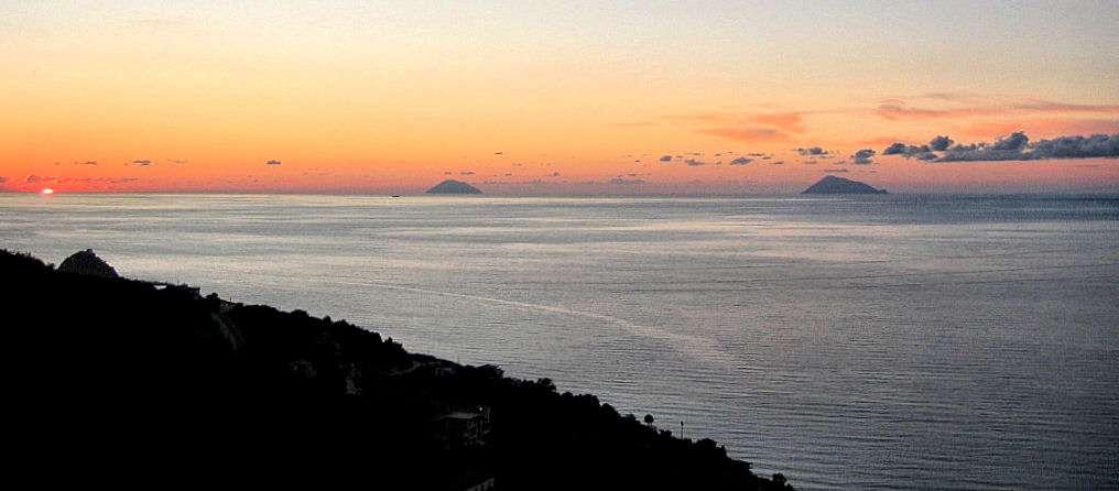 Coucher de soleil sur les Îles d'Alicudi et Filicudi