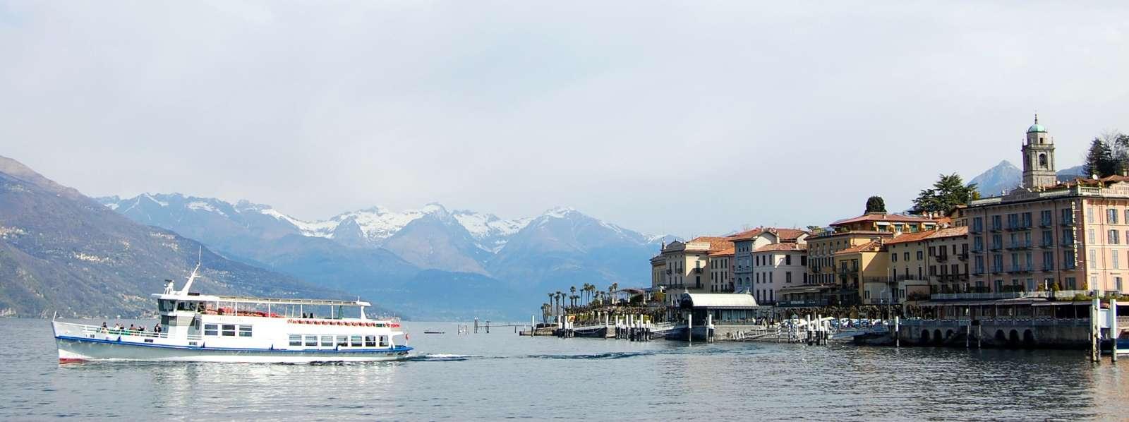 Le ferry crée une atmosphère particulière sur le lac