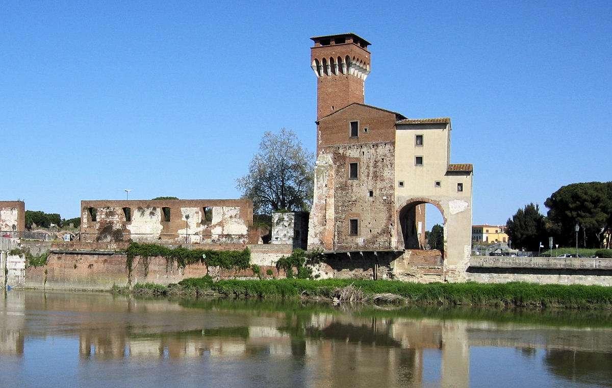 Arsenale Marittimo ud til floden Arno