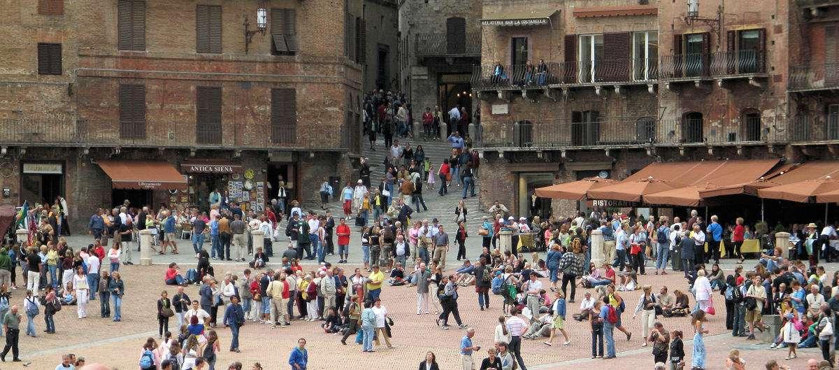 Der er altid liv på Piazza del Campo