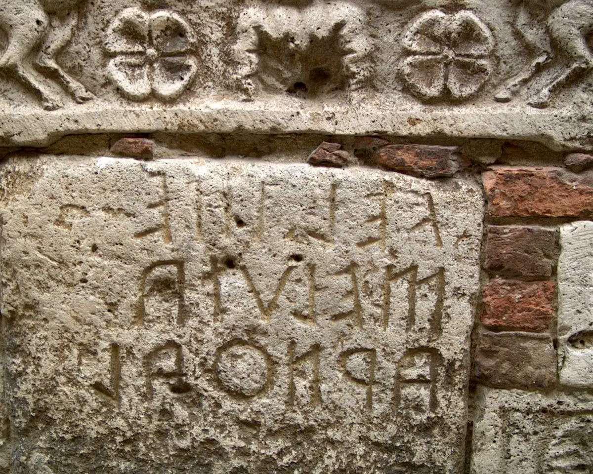 Vacker fasad från Romarriket i Montepulciano