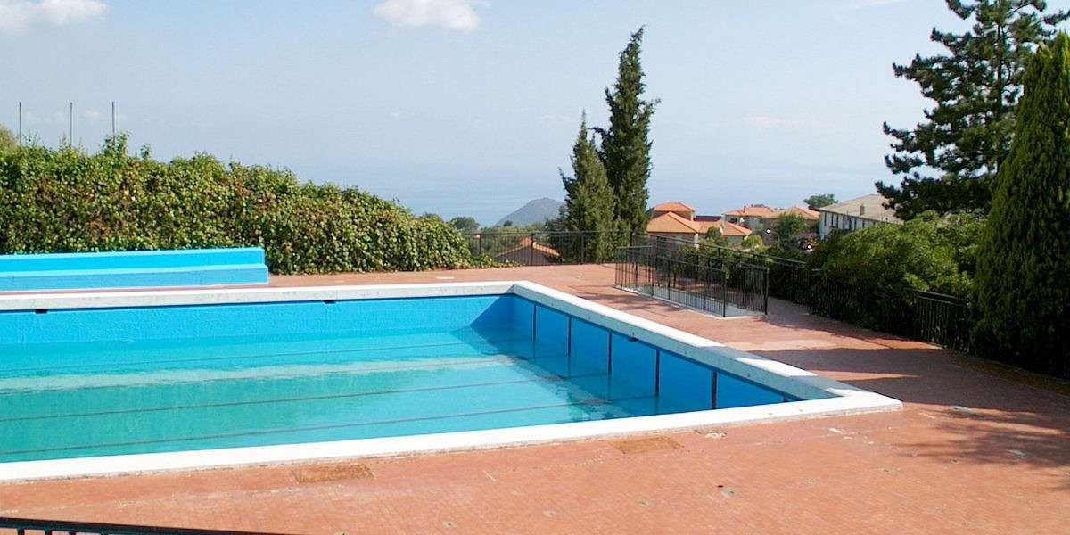 Det offentlige udendørs svømmebassin