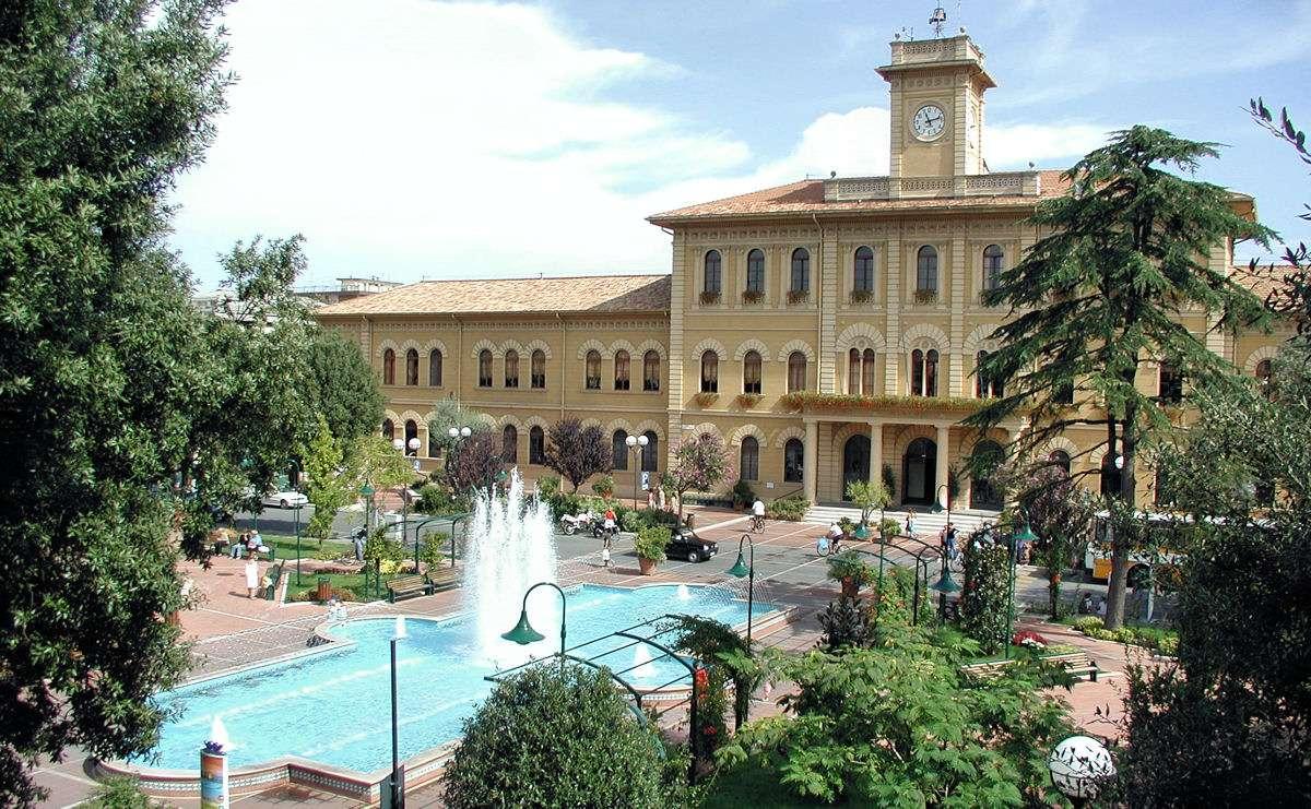 Tågstationerna i Emilia-Romagna är alla från slutet av 1800-talet