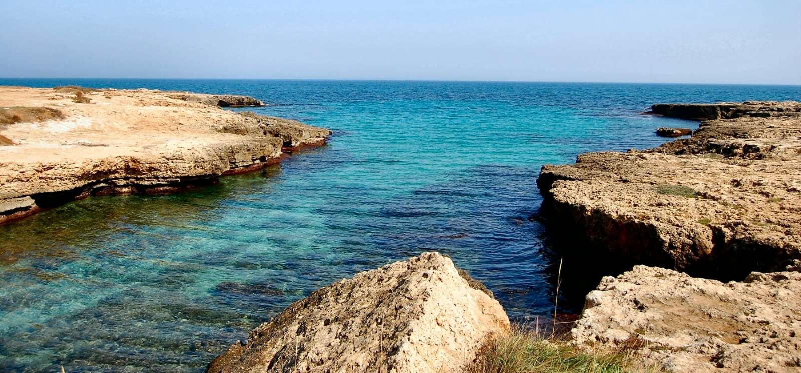 Kusten nära Polignano a Mare