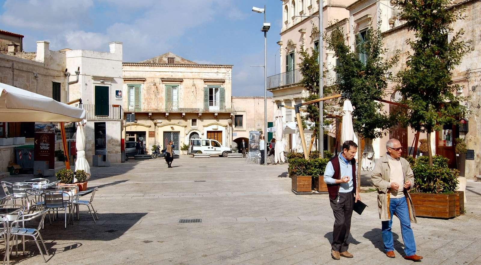 Matera est plein de charmantes places. Ici, Piazza Sedile