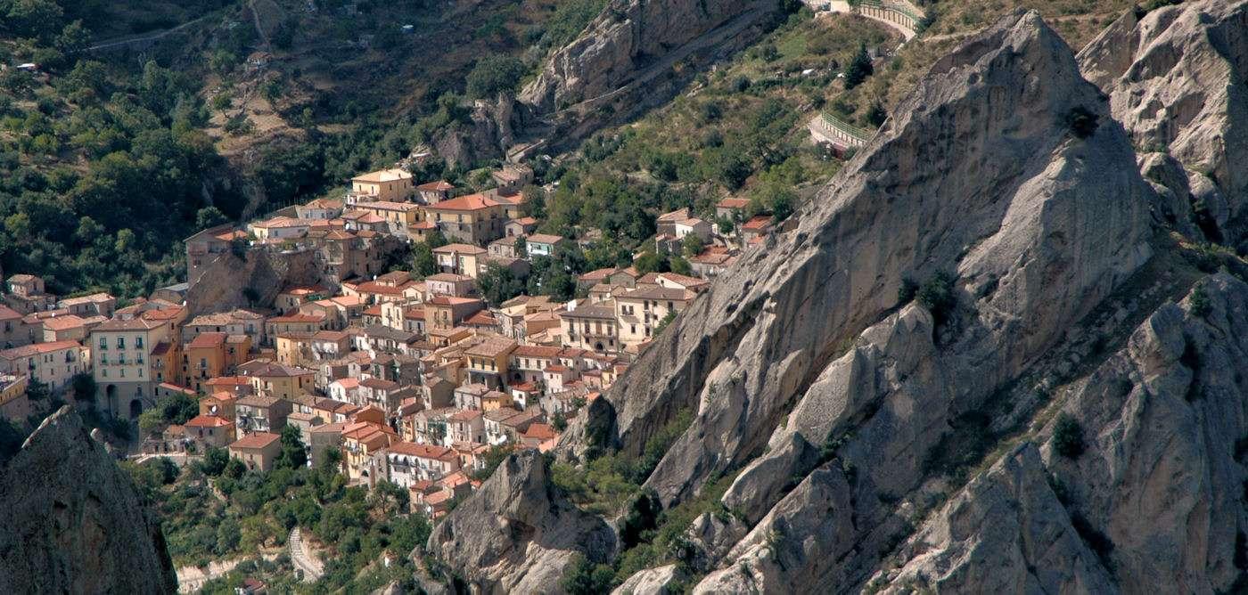 Vackra berglandskap och historiska landsbyar