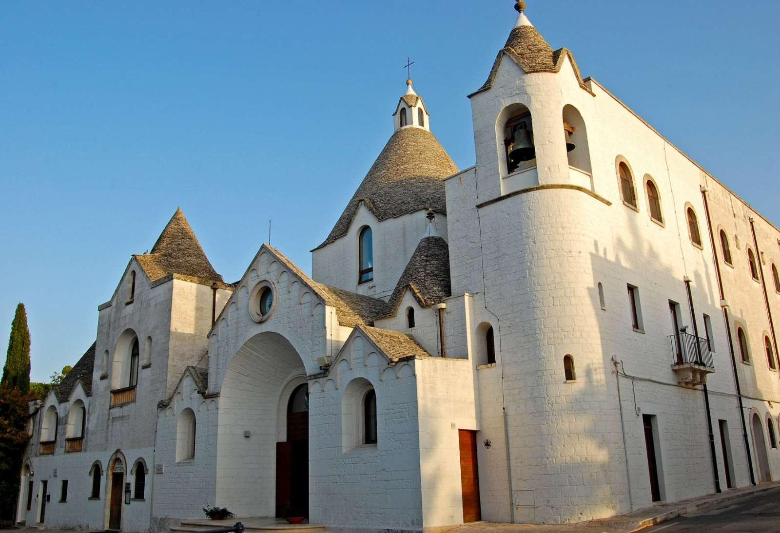 L'église Trullo San Antonio dans la lumière du soir