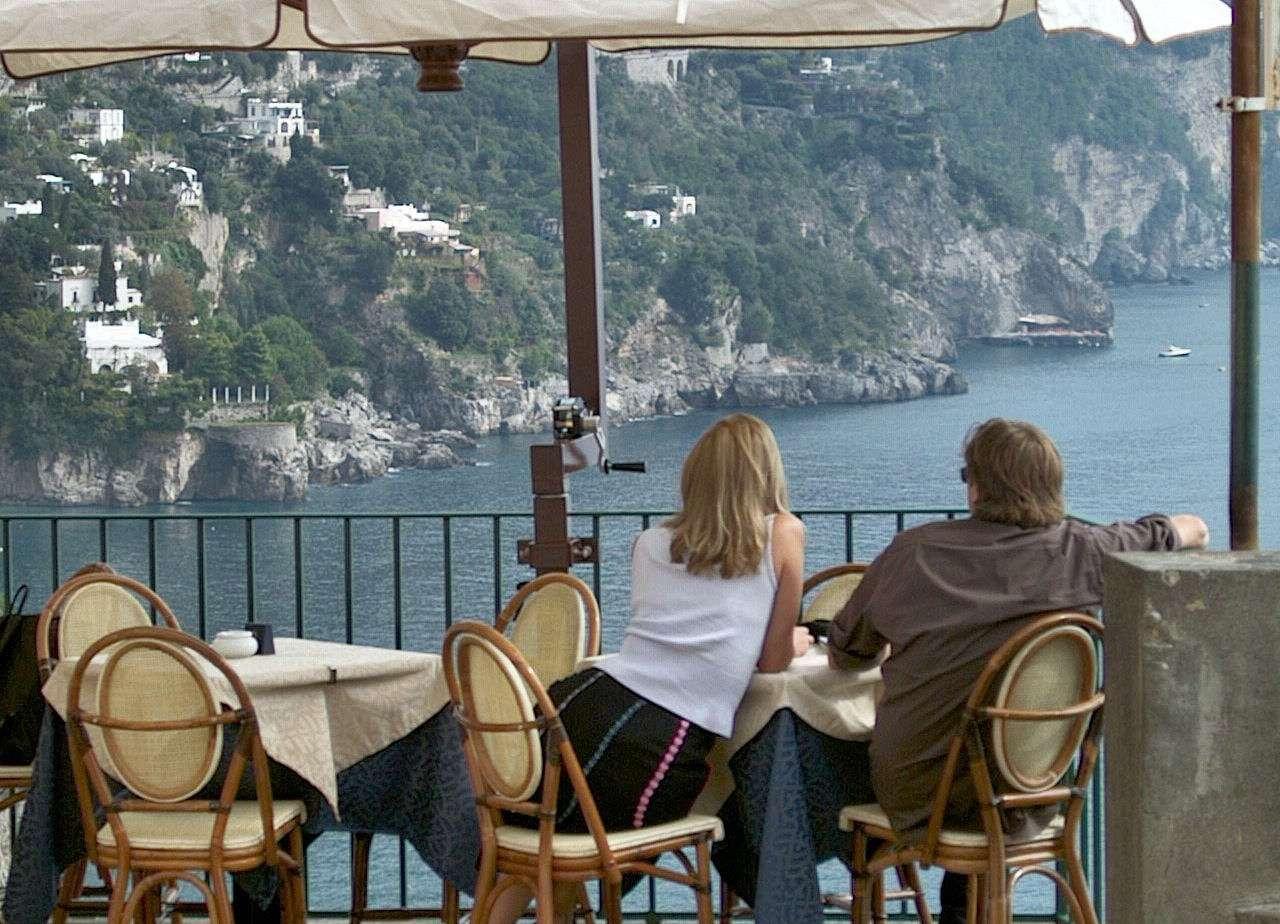 Genießen Sie die herrliche Aussicht von der Innenstadt  an der Amalfiküste