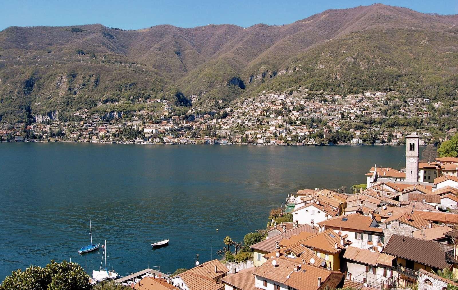 Besøg de mange småbyer langs Comosøens bred