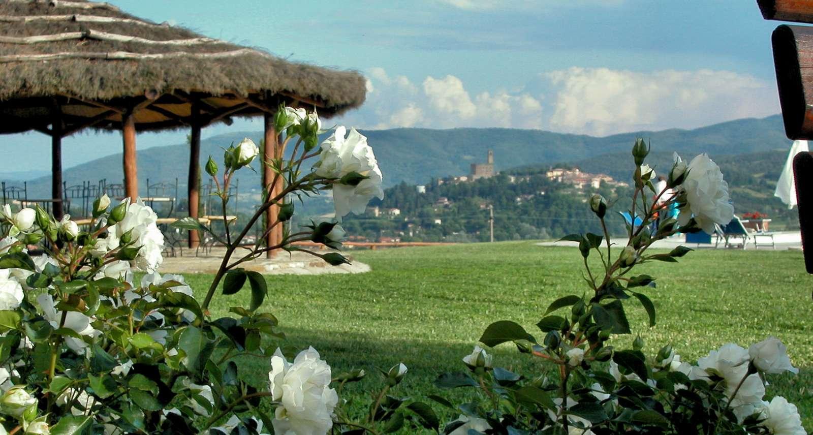 La vue sur Poppi depuis l'Agriturismo Antico Fio