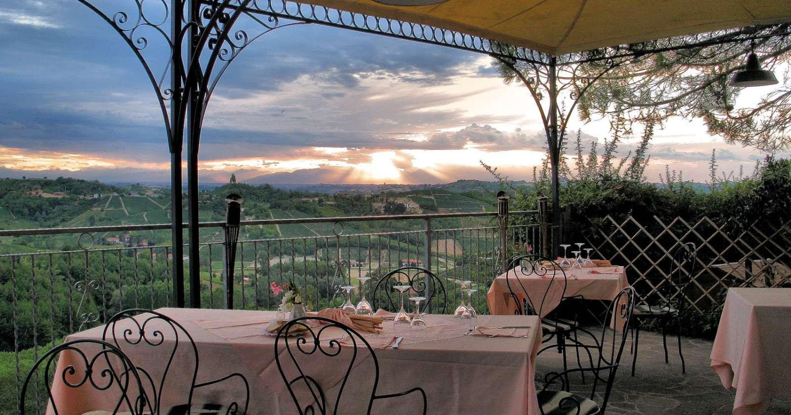 Utsikt över det imponerande landskapet från Vinchio