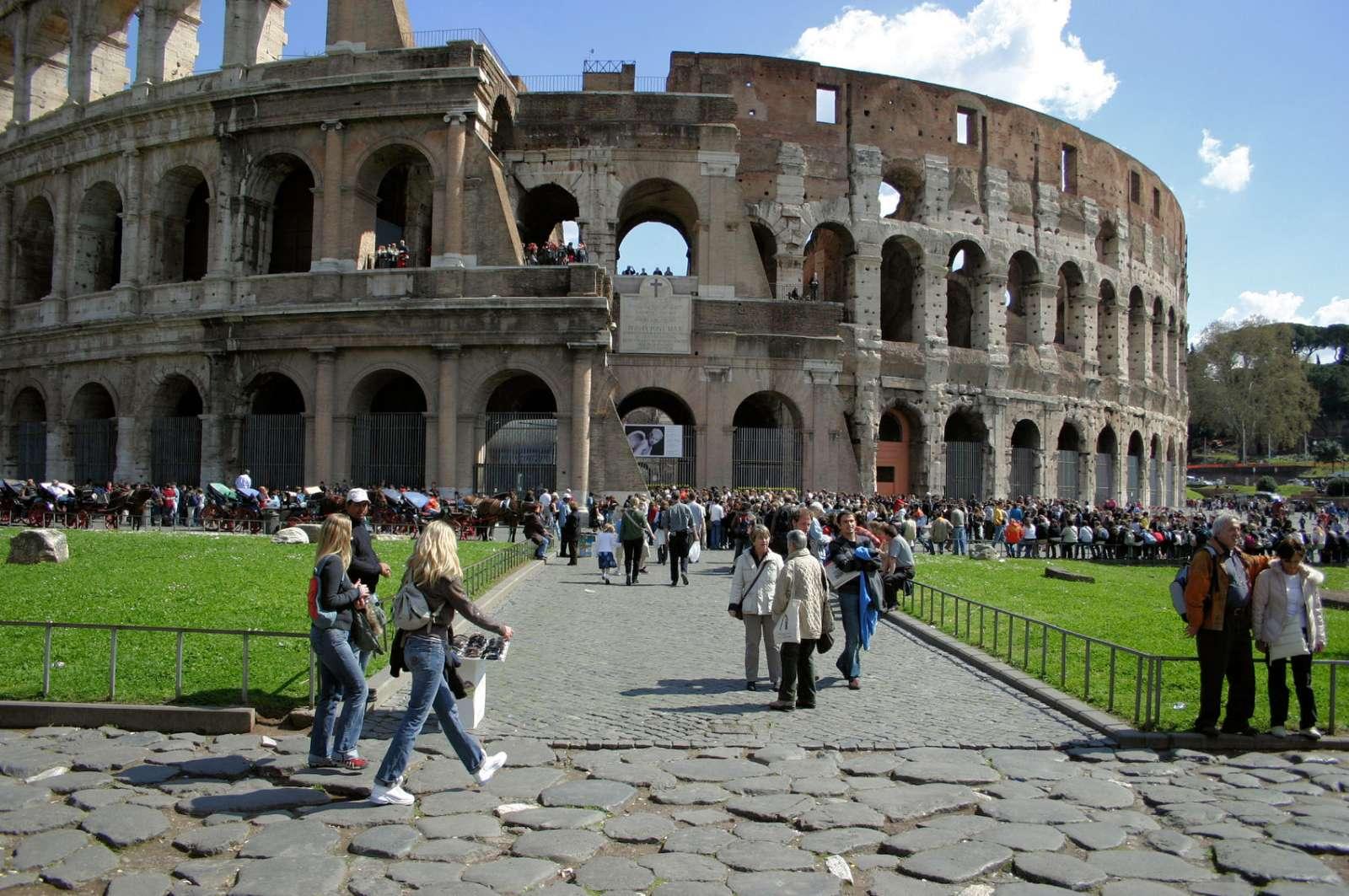 Le Colisée à Rome, capitale du Latium