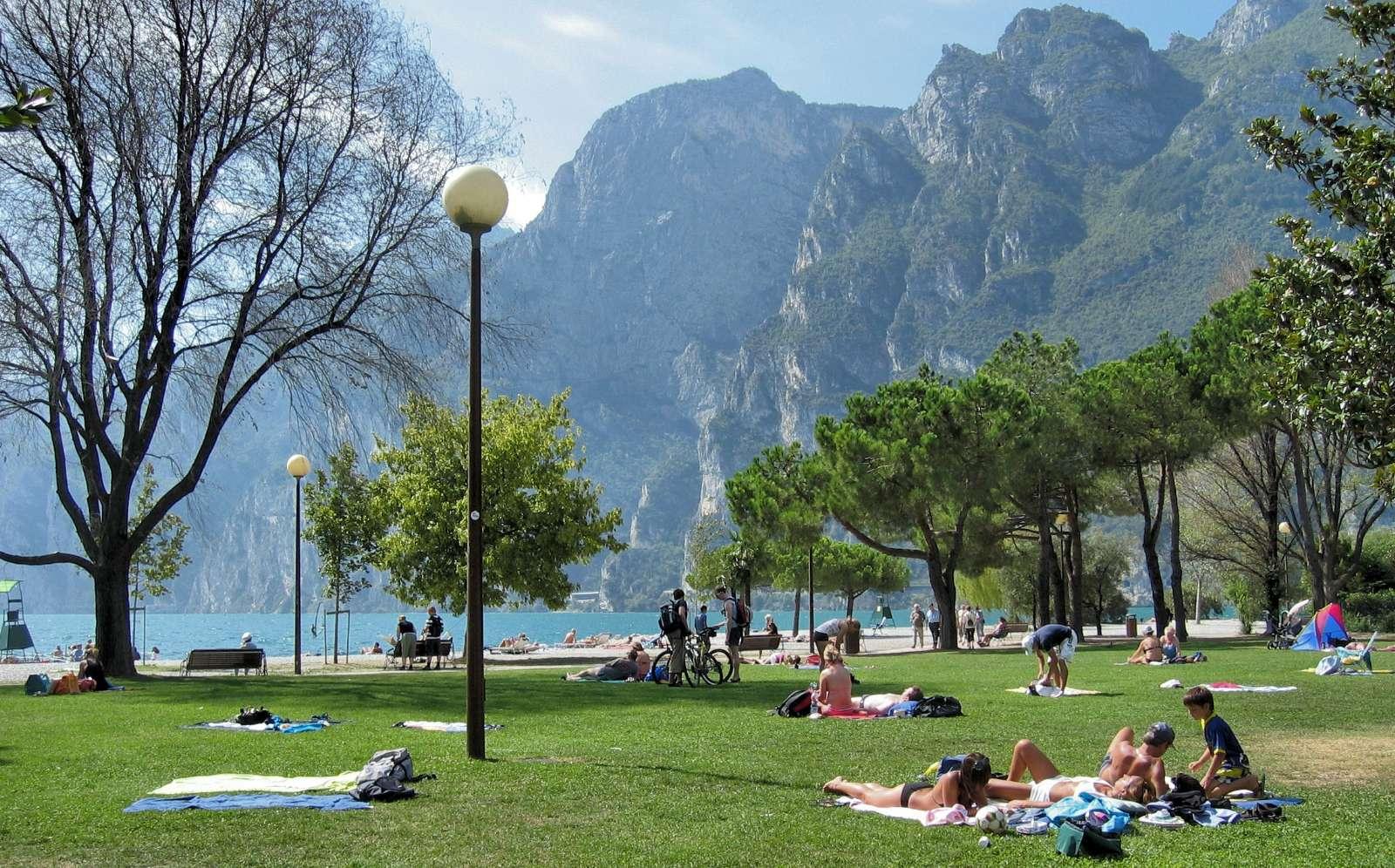 Solbadning ved Gardasøen