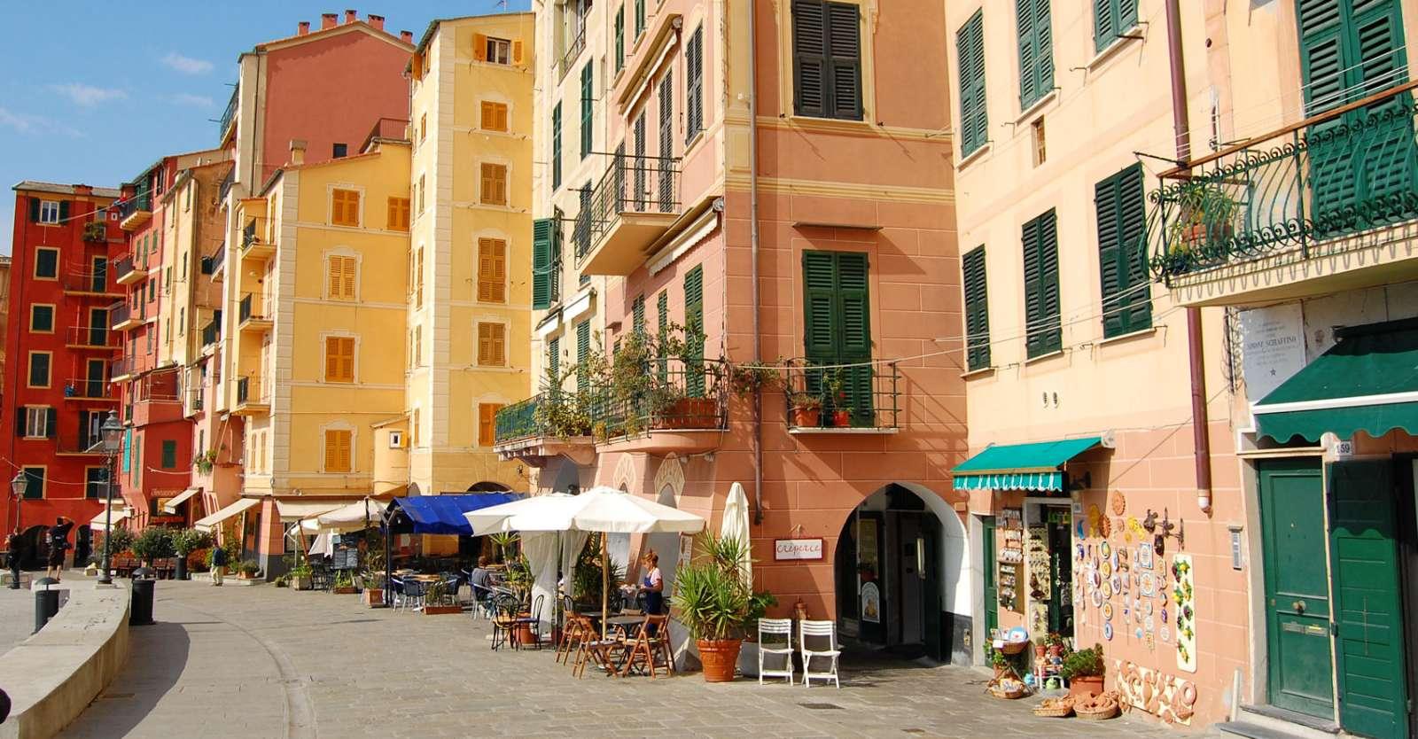 I Ligurien spænder pastelfarverne bredt - her i Camogli ved Portofino