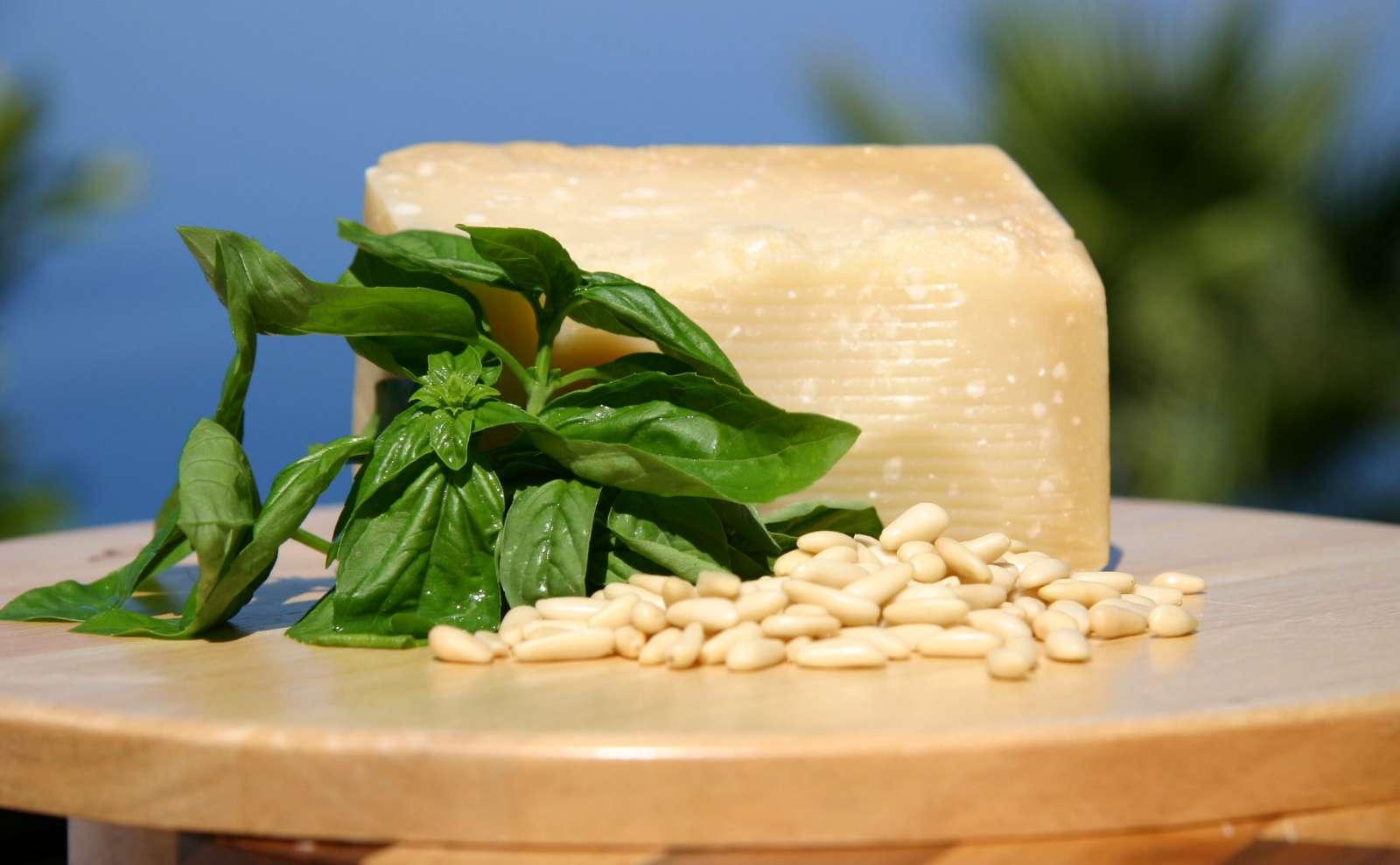 Ingredienserna till pesto alla genovese