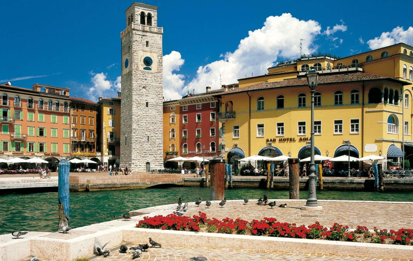 Nordenden af Gardasøen (her Riva del Garda) ligger i regionen