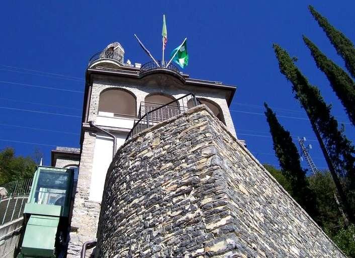 Mini-Suite Tremezzos have og Suite Teodolindas overdækkede terrasse med arkadebuerne øverst