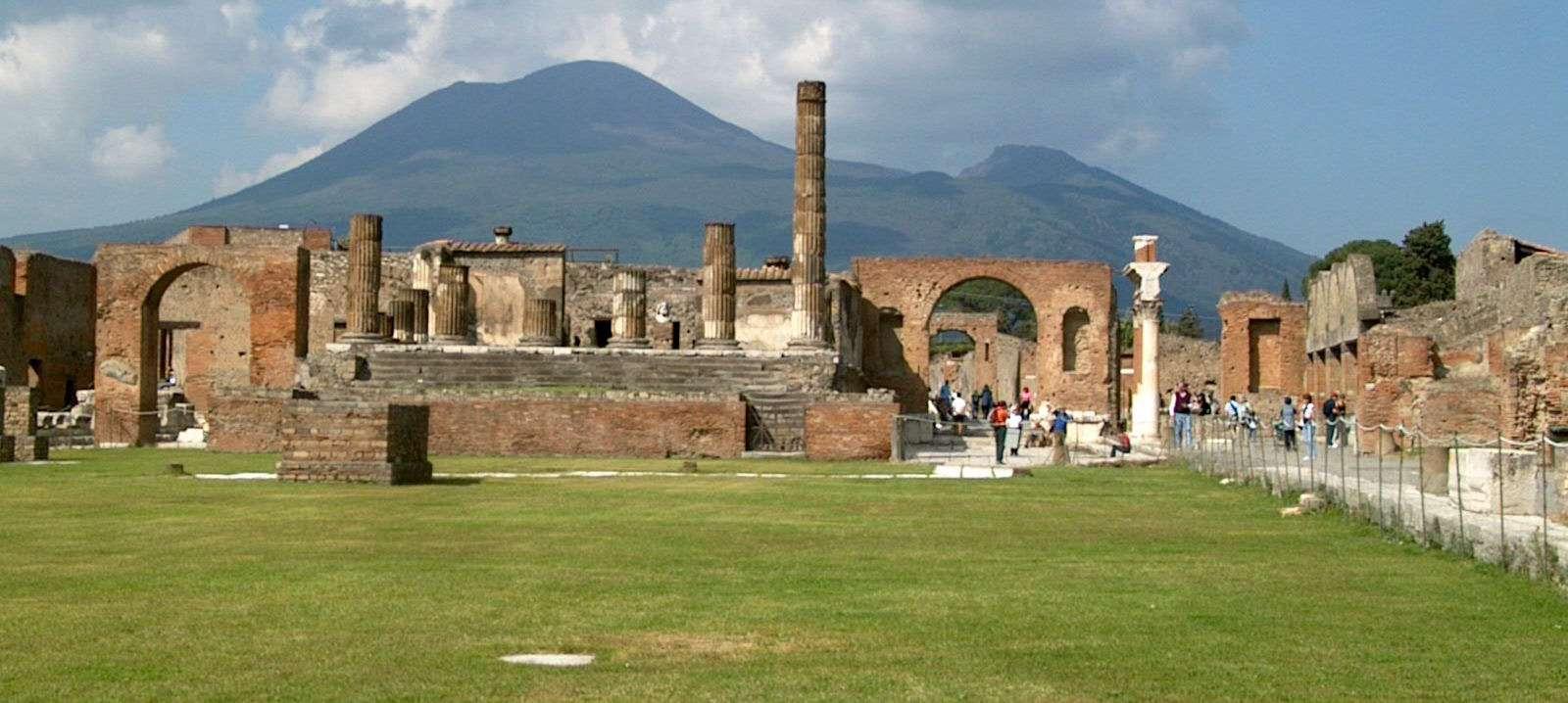 Les ruines de Pompéi et le Vésuve